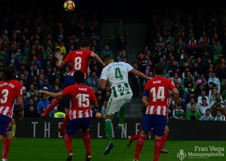 Disputa en corner(Betis-Atletico 17-18)