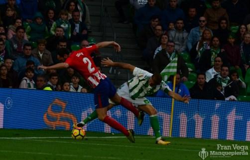 Joaquín rebaña el esferico (Betis-Atletico 17-18)