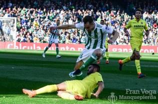 Loren sufre una entrada (Betis-Villarreal 17-18)