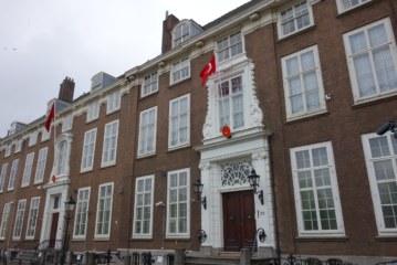 Türkiye'nin Lahey Büyükelçiliği'nde 5 kişi açığa alındı