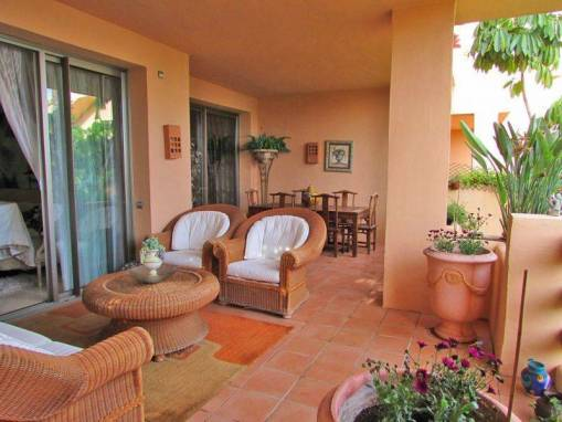 2 Bedroom Middle Floor for Sale – 760,000 euros