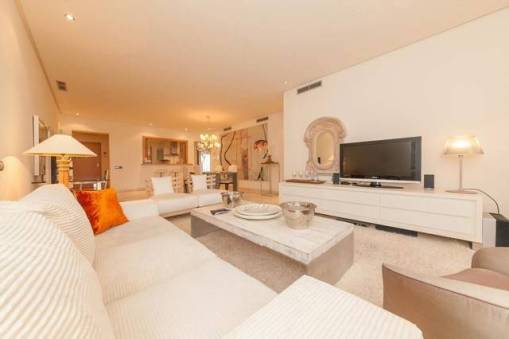 3 Bedroom Middle Floor for Sale – 699,950 euros