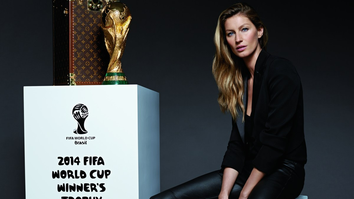 GISELE BUNDCHEN AND THE WORLD CUP TROPHY