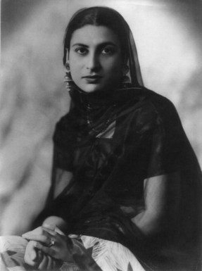 QZ-001A-Qudsia-Zaidi-in-approx-1937-in-Delhi
