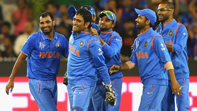 MS-Dhoni-of-India-is-congratulated-by-team-mates-5