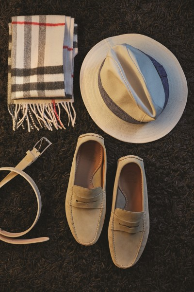 BURBERRY Wool scarf; BROOKS BROTHERS Suede beige belt with metal buckle; BROOKS BROTHERS Hat with denim finish; PAUL & SHARK Suede leather slip-ons