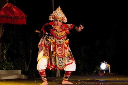 Irama dan musik Tari Baris Tunggal dari Bali yang unik