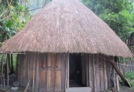 Uraian terkait dengan rumah adat Honai yang unik di daerah Papua