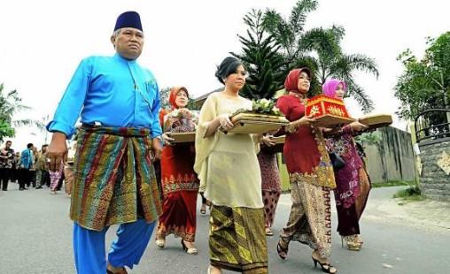 Meminang adat Melayu