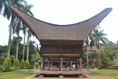 Ringkasan tentang rumah adat tradisional Tongkonan yang keren
