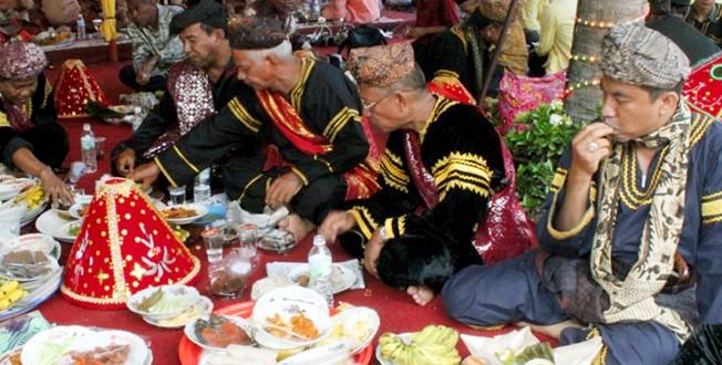 Tradisi-Makan-Bajamba