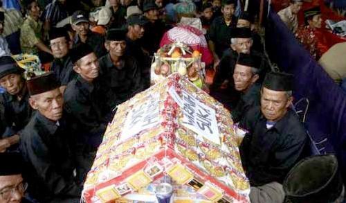 Gambar Ngunjung yang terkait dengan upacara adat jawa barat