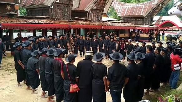 12 Tarian Adat Daerah Sulawesi Selatan, Penjelasan dan Gambarnya