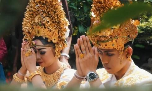 Termasuk kedalam pelengkap artikel kebiasaan orang Bali