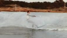 Håkon står på vannski , antakelig på Hvaler