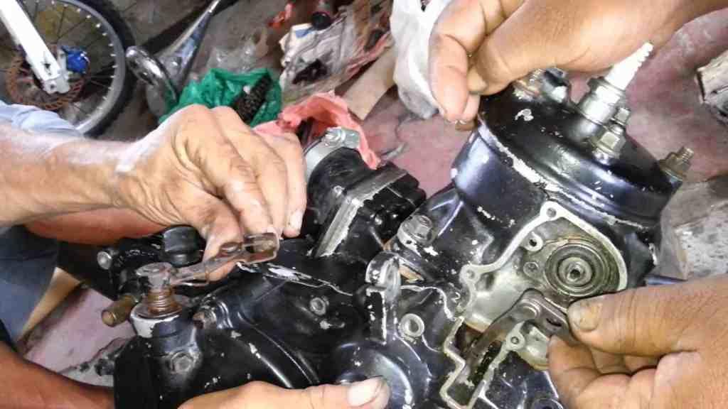 Manual Moto APRILIA APRILIA SCARABEO500 2005-2006 Reparación Motor y sistema de escape