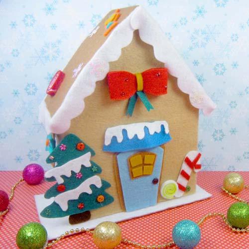 casita navideña en fieltro