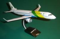 Papercraft imprimible y armable del avión Embraer 190. Manualidades a Raudales.