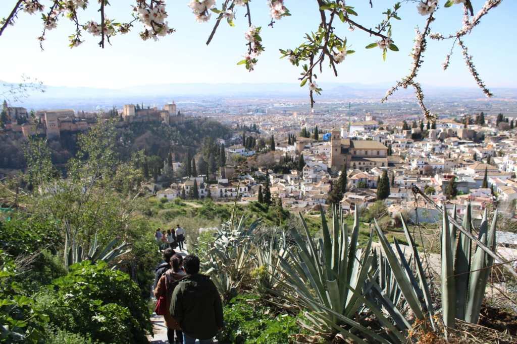 Manu Barba Private guide in the Alhambra. Route in the Sacromonte. ©Manu Barba