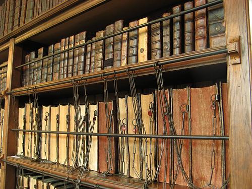 Estos libros no son del registro de la propiedad, pero podrían dar una idea de cómo son los antiguos, foto de traceyp3031