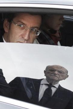 Feijóo llegando al acto, mientras le esperaba el expresidente Xerardo Fernández Albor / Foto: Anxo Iglesias para El País