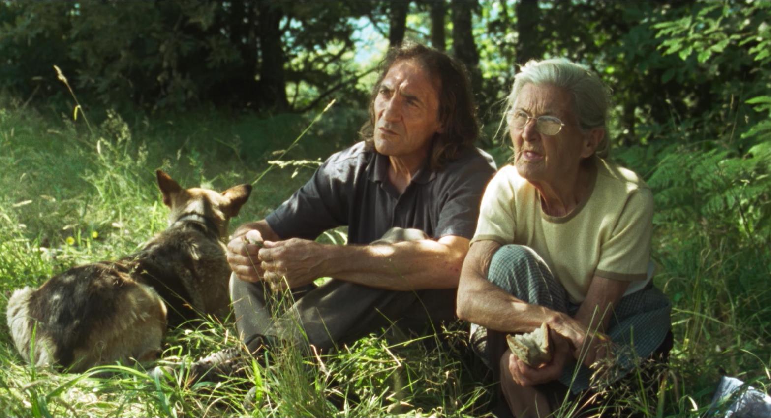 Amador y Benedicta, protagonistas de 'O que arde' (vía Numax).