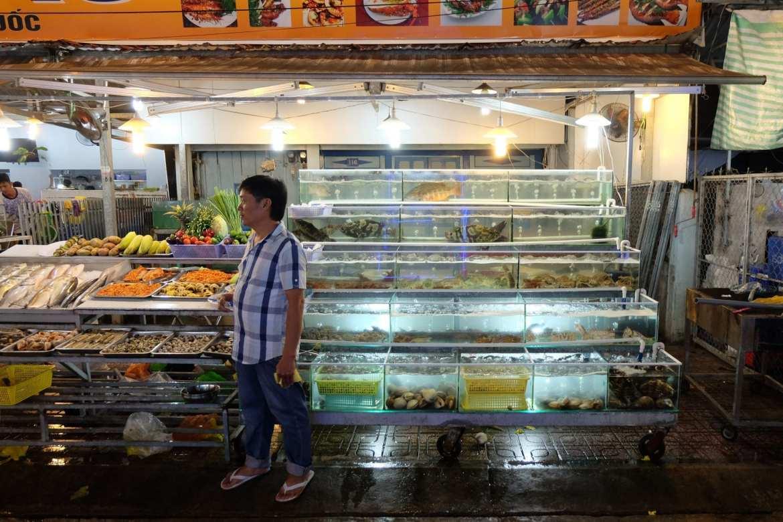 fish tanks night market duong dong