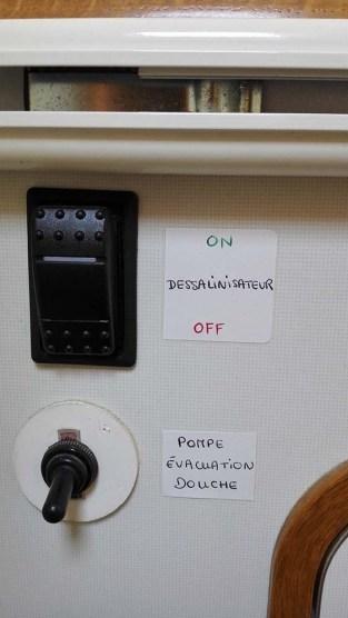 L'interrupteur de notre dessalinisateur dans la salle de bain arrière.