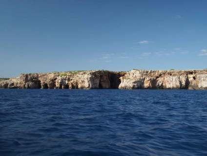 Calanques le long de la côte sud de Minorque.