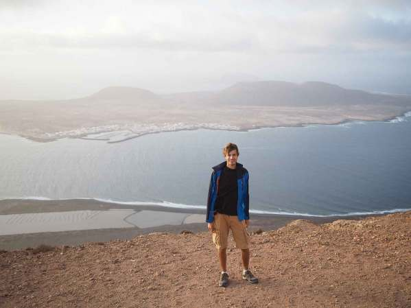 Damien en haut des falaises de Lanzarote.