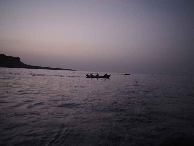 Arrivée devant Sao Nicolau de nuit, avec les pêcheurs qui sortent.