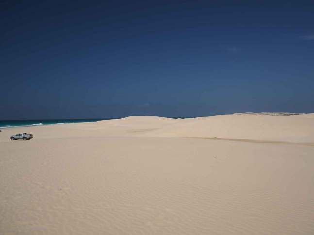 Dunes de sable à l'ouest de l'île de Boa Vista.