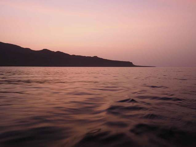 Arrivée au petit matin devant l'île de Sao Nicolau au Cap-Vert.
