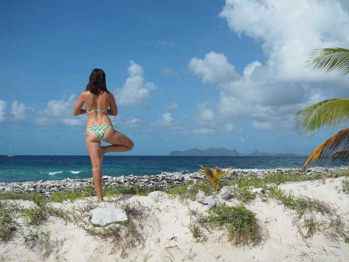 Yoga sur la plage de Sandy Island.