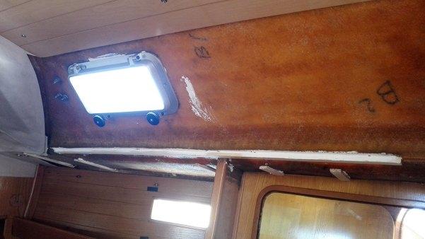Vaigrage arraché dans la cabine arrière du bateau.