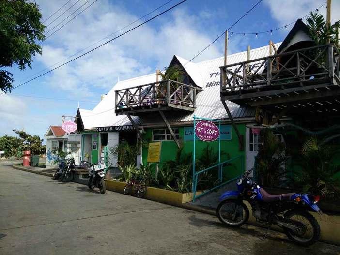 Rue commerçante de la petite ville de Clifton, sur l'île d'Union.