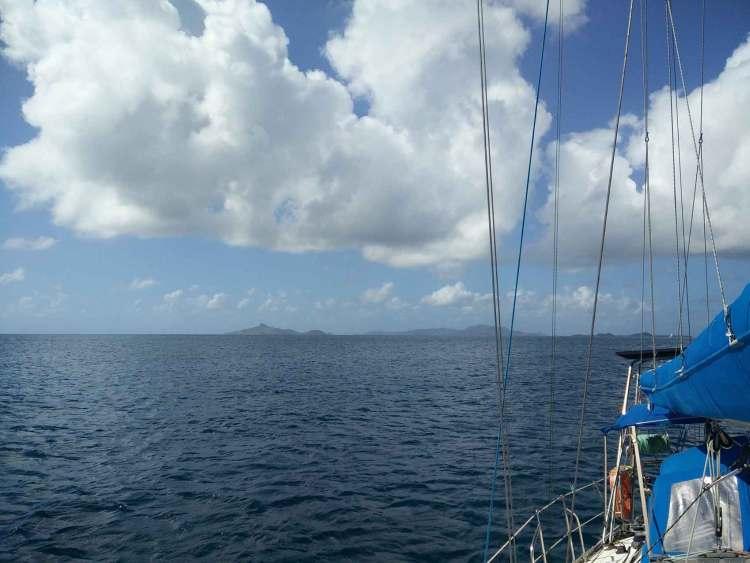 Îles de Petite Martinique et Carriacou au loin.