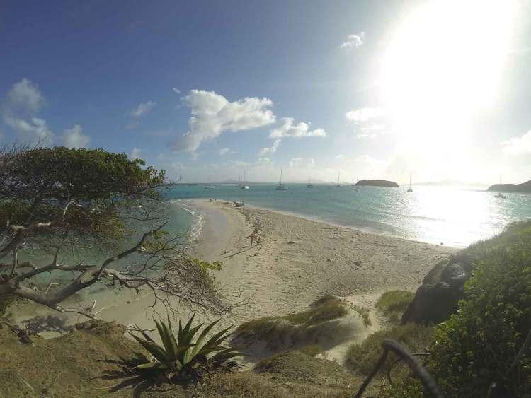 La belle petite plage de Baradal, un des îlots des Tobago Cays.