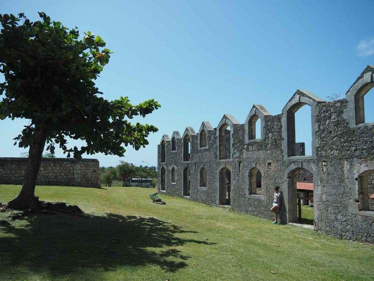Ruines de l'ancienne sucrerie à l'habitation Murat sur Marie-Galante.