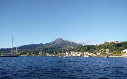La Montagne Pelée sans nuage, au nord de la Martinique.