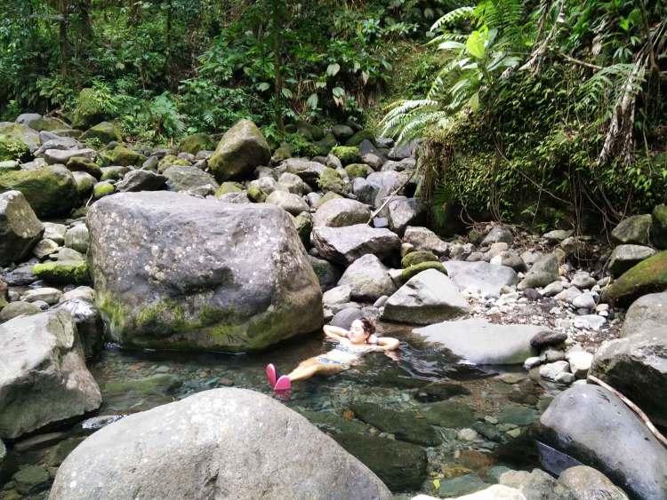 Bains chauds en amont de la 2ème chute du Carbet en Guadeloupe.