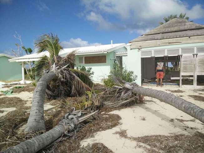Aventures dans les hôtels détruits de l'île de Barbuda, suite au cyclone.