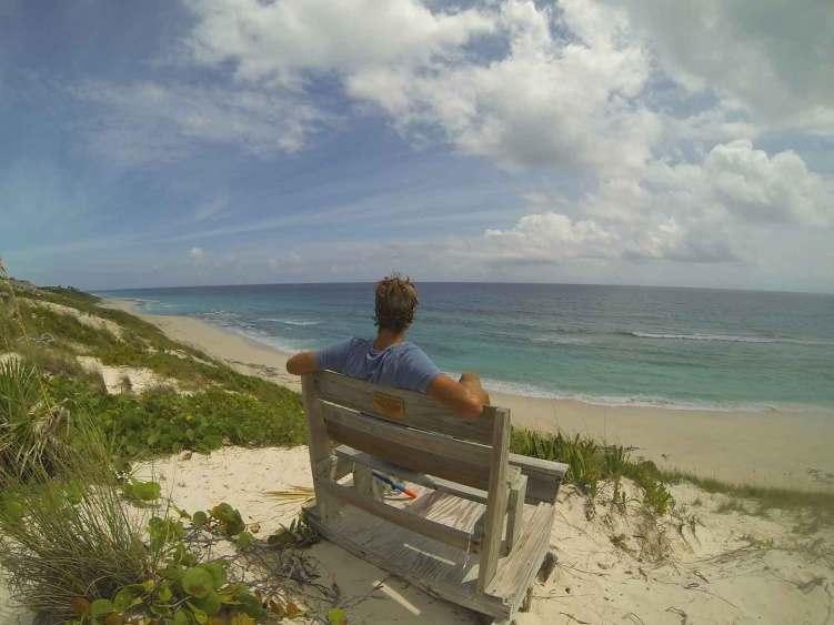 Au sommet de Stocking Island, vue sur l'océan Atlantique aux Exumas, Bahamas.