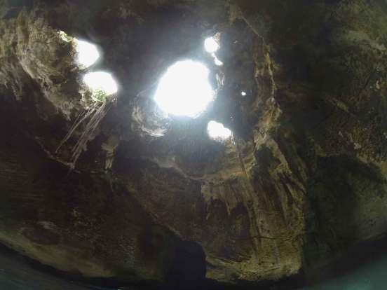 Grotte de Thunderball aux Exumas, dans les Bahamas.