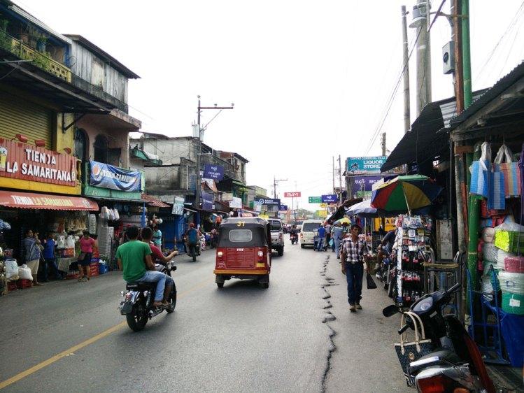 La ville de Rio Dulce, Fronteras, au Guatemala.