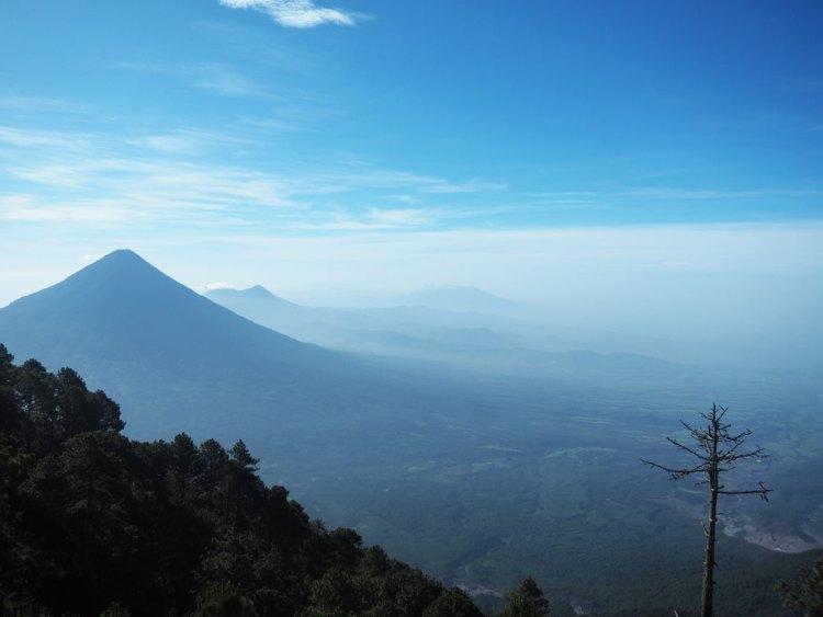 La vallée au nord de l'Agua, un volcan au Guatemala.