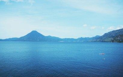 Le lac Atitlán au Guatemala, avec ses magnifiques volcans.