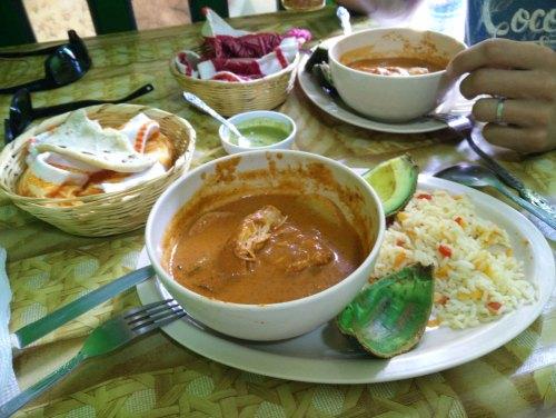 Repas pris au comedor San Pedro, à San Pedro La Laguna au Guatemala.