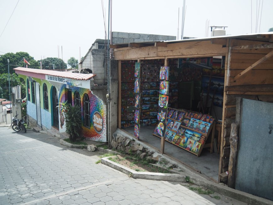 Boutiques de peinture à San Juan La Laguna, sur le lac Atitlán.