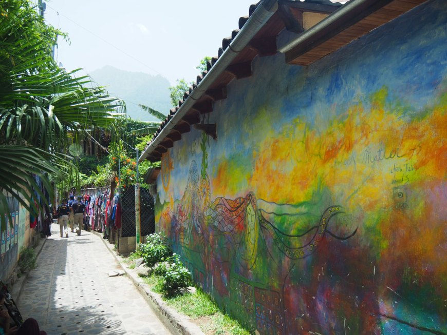 Peinture murale à San Marcos La Laguna, village autour du lac Atitlán.